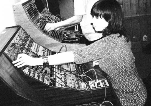 vintage femme radio