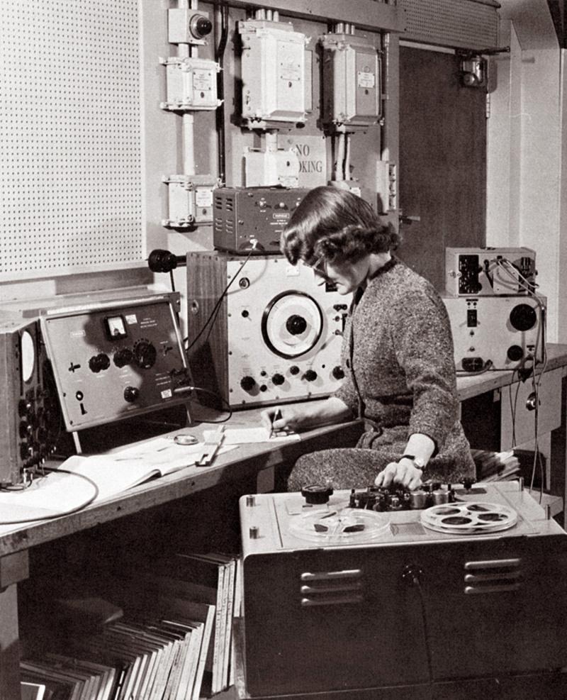 vintage radio girl 2